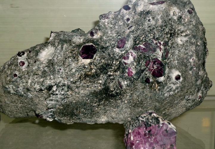 Драгоценные и поделочные камни  M-rubin_7_EM_P1050563