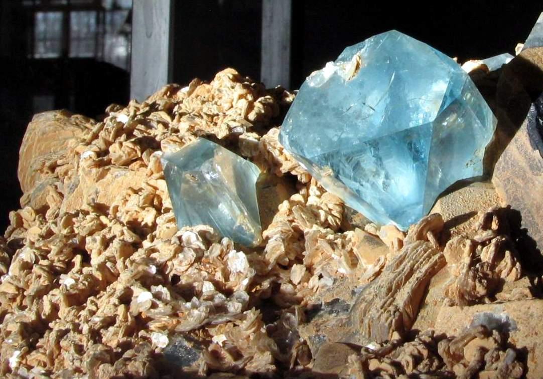 Камень топаз фото цена
